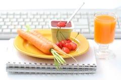 πρόχειρο φαγητό γραφείων Στοκ εικόνες με δικαίωμα ελεύθερης χρήσης