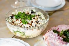 Πρόχειρο φαγητό κρέατος για το γεύμα στον πίνακα γευμάτων Στοκ εικόνα με δικαίωμα ελεύθερης χρήσης