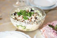 Πρόχειρο φαγητό κρέατος για το γεύμα στον πίνακα γευμάτων Στοκ Φωτογραφίες