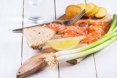 Πρόχειρο φαγητό με τον αλατισμένο σολομό Στοκ φωτογραφία με δικαίωμα ελεύθερης χρήσης