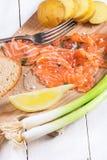 Πρόχειρο φαγητό με τον αλατισμένο σολομό Στοκ εικόνα με δικαίωμα ελεύθερης χρήσης