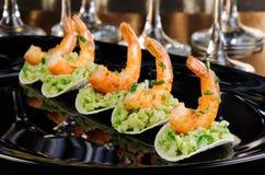 Πρόχειρο φαγητό του αβοκάντο με τις γαρίδες Στοκ Εικόνες