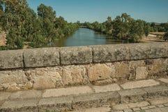 Πρόχωμα Romano Puente πέρα από το Guadiana ποταμό στο Μέριντα στοκ εικόνα