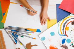 Πρόωρη εκπαίδευση παιδιών καλλιτεχνικό παιδί στοκ εικόνες