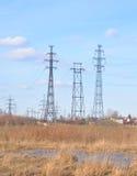 Πρόωρο τοπίο άνοιξη με τη μετάδοση γραμμών ηλεκτρικής δύναμης Στοκ φωτογραφίες με δικαίωμα ελεύθερης χρήσης
