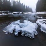 Πρώιμο ελατήριο στον ποταμό, τελευταίος πάγος Στοκ φωτογραφία με δικαίωμα ελεύθερης χρήσης