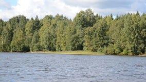 πρώιμο καλοκαίρι ακτών πρωινού λιμνών φιλμ μικρού μήκους