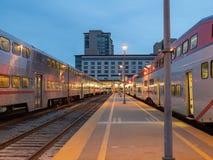 Πρώτα τραίνα που αναχωρούν στο statio του Σαν Φρανσίσκο 22$ος CalTrain Στοκ Φωτογραφία