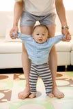 πρώτα s μωρών βήματα ενθουσι& Στοκ Εικόνες