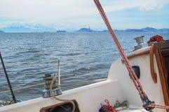 Πρώτη άποψη προσώπων από μέσα από μια βάρκα στοκ εικόνες