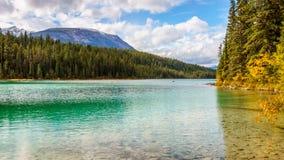 Πρώτη λίμνη στην κοιλάδα του ίχνους πέντε λιμνών Στοκ φωτογραφία με δικαίωμα ελεύθερης χρήσης