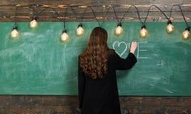 Πρώτη αγάπη στο σχολείο Χρονολόγηση Σχολείο εφήβων - πρώτη αγάπη Εκπαίδευση πρώτα στοκ φωτογραφία με δικαίωμα ελεύθερης χρήσης