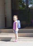Πρώτη ημέρα του σχολείου και του ευτυχούς νέου κοριτσιού Στοκ Εικόνα