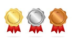 πρώτη θέση τοποθετήστε το δεύτερο τοποθετήστε το τρίτο Μετάλλια βραβείων καθορισμένα απομονωμένα στο λευκό με τις κορδέλλε ελεύθερη απεικόνιση δικαιώματος