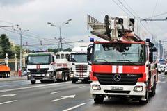Πρώτη παρέλαση της Μόσχας της μεταφοράς πόλεων Αυτοκίνητα έκτακτης ανάγκης και πυρκαγιάς Στοκ Φωτογραφίες