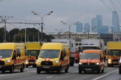 Πρώτη παρέλαση της Μόσχας της μεταφοράς πόλεων Αυτοκίνητα έκτακτης ανάγκης Στοκ Εικόνες
