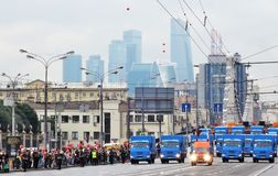 Πρώτη παρέλαση της Μόσχας της μεταφοράς πόλεων Καθαρίζοντας μηχανές Στοκ Φωτογραφίες