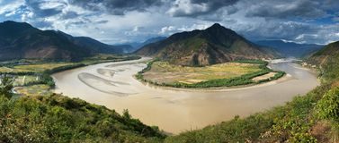 πρώτη στροφή ποταμών πανοράματος yangtze Στοκ φωτογραφία με δικαίωμα ελεύθερης χρήσης