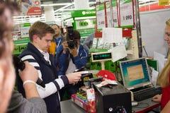 Πρώτος αγοραστής XBOX ΈΝΑ στη Ρωσία Στοκ φωτογραφία με δικαίωμα ελεύθερης χρήσης