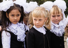 Πρώτος-γκρέιντερ στη γνώση ` ημέρα ` την 1η Σεπτεμβρίου στο σχολείο Στοκ φωτογραφία με δικαίωμα ελεύθερης χρήσης