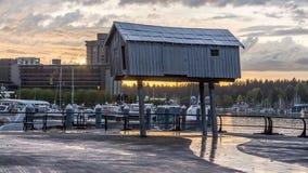 Πρώτο σπίτι έθνους στις θέσεις επάνω από το νερό Στοκ εικόνα με δικαίωμα ελεύθερης χρήσης