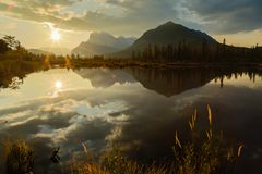 Πρώτο φως στο Canadian Rockies Στοκ φωτογραφία με δικαίωμα ελεύθερης χρήσης