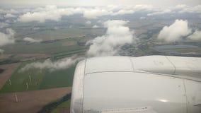 Πτήσεις αεροπλάνων μέσω των σύννεφων απόθεμα βίντεο