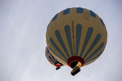 Πτήση μπαλονιών ζεστού αέρα σε Cappadocia, Τουρκία Στοκ Φωτογραφίες