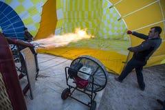 Πτήση μπαλονιών ζεστού αέρα σε Cappadocia, Τουρκία Στοκ Εικόνα
