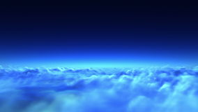 Πτήση νύχτας πέρα από τα σύννεφα ελεύθερη απεικόνιση δικαιώματος