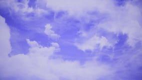 Πτήση πέρα από τα σύννεφα, βρόχος-ικανή ζωτικότητα Όμορφος ουρανός με τα σύννεφα φιλμ μικρού μήκους