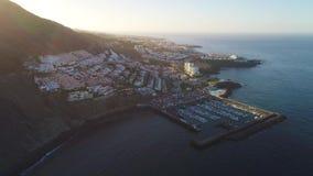 Πτήση πέρα από την πόλη Los Gigantes Tenerife φιλμ μικρού μήκους