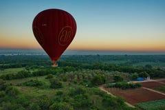 Πτήση πέρα από το αρχαίο Bagan Στοκ φωτογραφία με δικαίωμα ελεύθερης χρήσης