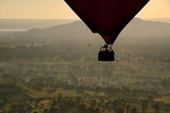 Πτήση πέρα από το αρχαίο Bagan Στοκ Φωτογραφίες