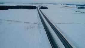 Πτήση πέρα από το δρόμο στους χειμερινούς τομείς φιλμ μικρού μήκους