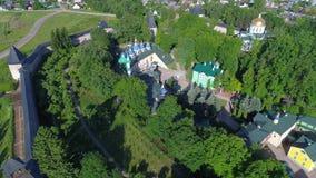Πτήση πέρα από το ιερό μοναστήρι Dormition Pskov-Pechersk Pechora, Ρωσία φιλμ μικρού μήκους