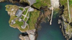 Πτήση πέρα από το οχυρό Dunree στο κεφάλι Dunree στην Ιρλανδία φιλμ μικρού μήκους