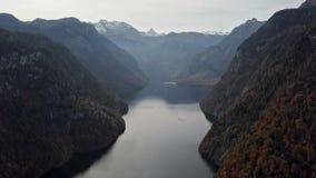 Πτήση χρονικού σφάλματος πέρα από τη λίμνη Konigsee, Berchtesgaden, Γερμανία απόθεμα βίντεο