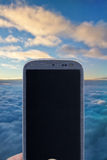 Πτήση Smartphone, καιρός, θρησκεία, κ.λπ. Στοκ φωτογραφία με δικαίωμα ελεύθερης χρήσης