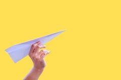 Πτυχές εγγράφου αεροσκαφών χεριών στην επιτυχία για το έγγραφο πυραύλων σχεδίου Στοκ Φωτογραφίες