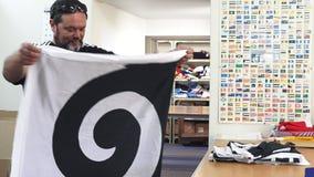 Πτυχές εργαζομένων η σημαία Koru φιλμ μικρού μήκους
