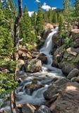 Πτώσεις Αλμπέρτα στο δύσκολο εθνικό πάρκο βουνών Στοκ Εικόνα