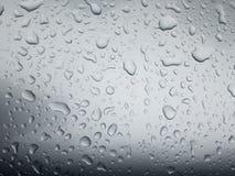 Πτώσεις βροχής στην επιφάνεια του αυτοκινήτου ή στη ροή επιφάνειας σιδήρου κάτω Στοκ Εικόνα