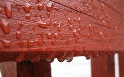 Πτώσεις βροχής στη γέφυρα Στοκ φωτογραφία με δικαίωμα ελεύθερης χρήσης