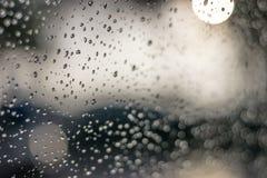 Πτώσεις βροχής στο υπόβαθρο γυαλιού Στοκ εικόνα με δικαίωμα ελεύθερης χρήσης