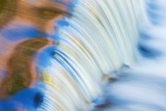 πτώσεις καταρρακτών δεσμών φθινοπώρου Στοκ Εικόνες
