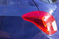 Πτώσεις του νερού στο σώμα αυτοκινήτων στοκ φωτογραφία με δικαίωμα ελεύθερης χρήσης
