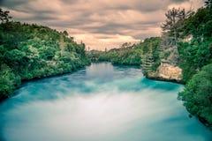 Πτώσεις Huka, Taupo, Νέα Ζηλανδία - όμορφο τοπίο, ηλιοβασίλεμα Στοκ Εικόνες
