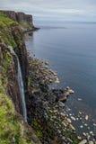Πτώσεις Mealt στο βράχο σκωτσέζικων φουστών, χερσόνησος ουρανού Στοκ φωτογραφία με δικαίωμα ελεύθερης χρήσης