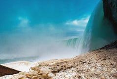 Πτώσεις Niagara μεταξύ των Ηνωμένων Πολιτειών της Αμερικής και του Καναδά Στοκ Φωτογραφίες